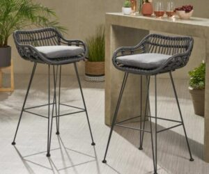 choose the best outdoor bar stools